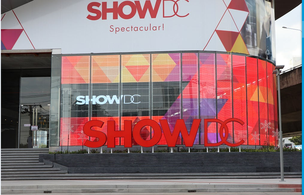 P10 LED Glass curtain display for shopping mall