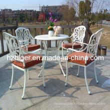 Silla y tabla hermosos, sistemas al aire libre del mobiliario de jardín