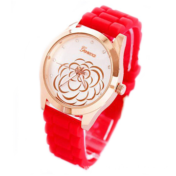 Quartz Analog Wrist Watch With Silicone Strap