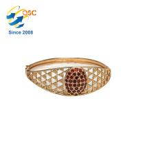 Gros plaqué or en acier inoxydable filles Love Design Bracelets gravés bijoux bracelets