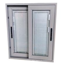 Ventana de persiana vertical de diseño especial con control manual.