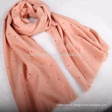 2017 nouveau design perforé écharpe en laine brodée