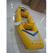 Barco do PVC inflável à deriva de amarelo