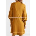 Новая мода киска с бантом с длинным рукавом горчичного летом ежедневно мини-платье Производство Оптовая продажа женской одежды (TA0003D)