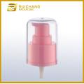 Pompe en plastique de lotion cosmétique avec comme coiffe