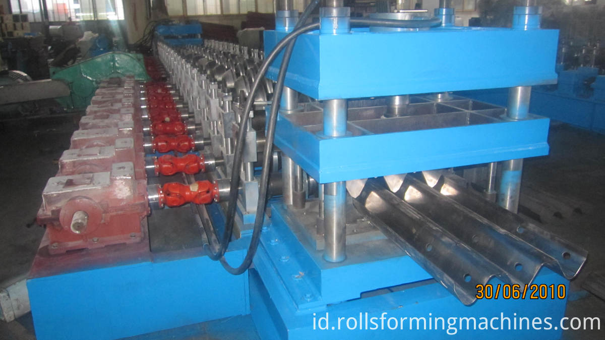 w beam roll forming line