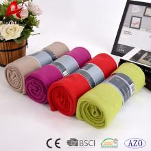 fabriqué en Chine couleur unie pas cher 100 polyester polaire couverture