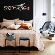 Linge de lit matelassé et 2pcs taies d'oreiller couverture de lit élégante et classique