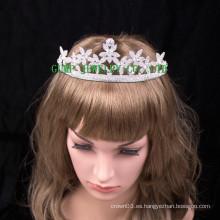 La última flor de la corona del diseño forma la tiara brillante del Rhinestone