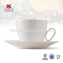 Verschiedene Arten von schönen Keramik Kaffeetassen Kostüm