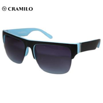 Gafas de sol personalizadas con montura color azul.