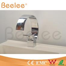 Nueva grifería de lavabo de baño de una manija de latón cromado de Big C tipo grande