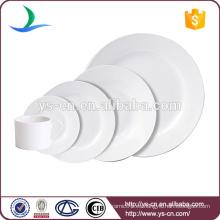 Simple y clásico de color sólido de cerámica blanca vajilla