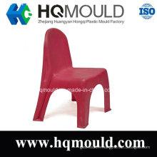 Chaise en plastique pour enfants rouges