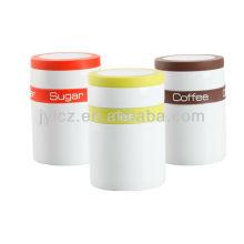 farbenfrohes Silikonband und Silikonrand am Deckel aus Keramikkanister