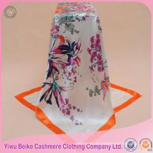 O mais popular produto laminado à mão bordas lenço de cetim de seda macia