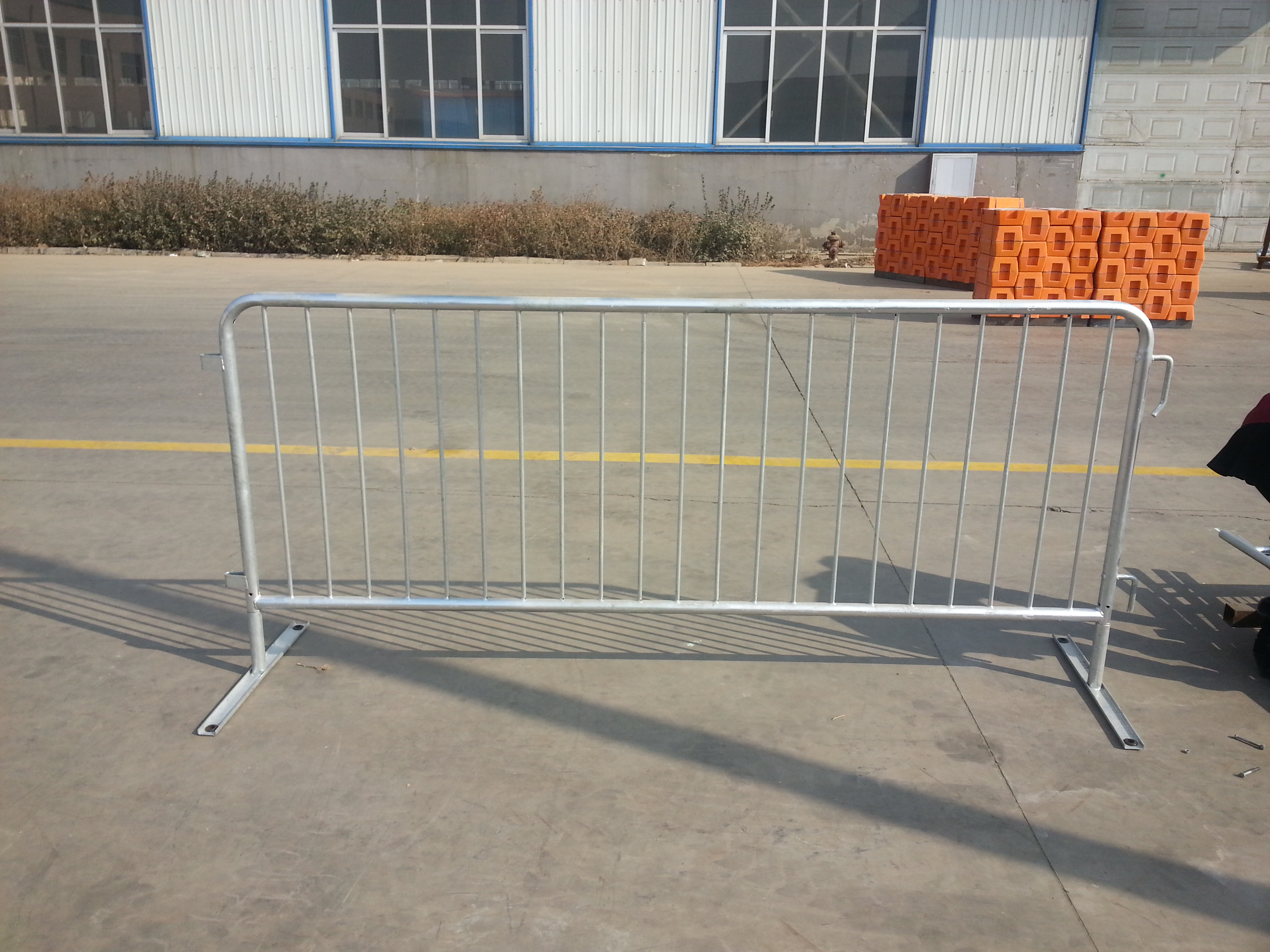 crowd control barrier 16