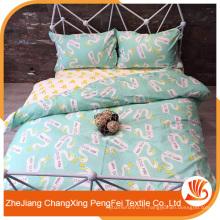 Feuille de lit en gros imprimé avec des lettres et des animaux