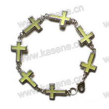 Модный браслет с металлическим крестом