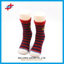 Niedliche gestreifte gemusterte Kind Mitte Kalb Socken benutzerdefinierte Socken