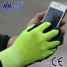 La pantalla táctil de nitrilo NMSAFETY usa guantes de trabajo de nitrilo blando
