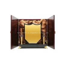 troféu de madeira com caixa de madeira