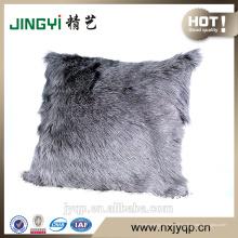 Couverture de coussin de peau de fourrure de chèvre de lait colorée simple gris