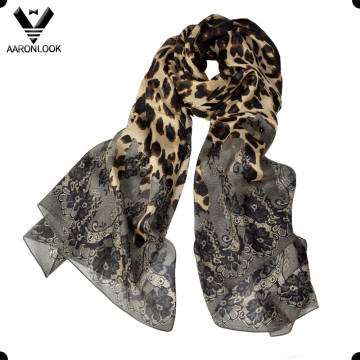 Women′s Wholesale Retro Flower and Animal Pattern Leopard Silk Scarf