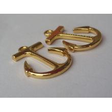 Muchacho y muchacha pendientes de encargo del diseño del oro de la manera