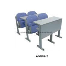Mesa de sala de aula da escola e cadeira para estudante