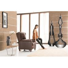 Chaise à bras poussiéreux couleur marron