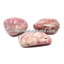 Pierre de galets joyeux aux pierres précieuses poli