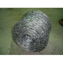Arame farpado (galvanizado a quente)