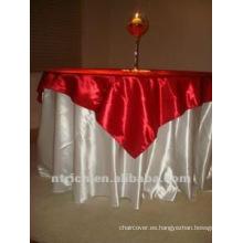 hermoso mantel satén, cubierta de tabla