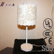 Lámpara de mesita de noche de forma de flor blanca de hierro decorativa de sala de estar