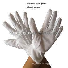 Baumwollhandschuh-weißes Damenkleidtragen