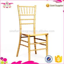 Chaise de banquet dorée chiavari