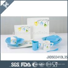 Elegante diseño de la flor de diseño fina de cerámica azul y blanco chino vajilla