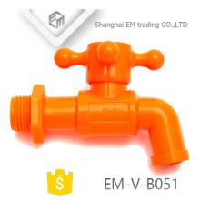 EM-V-B051 Novo design de plástico torneira de água fria bibcock