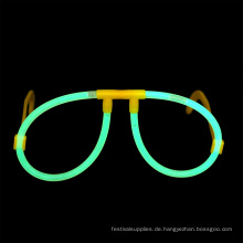 Grüne Leuchtstab-Gläser