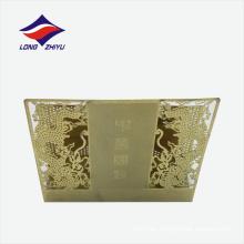 Ahueca hacia fuera la forma del dragón el sostenedor brillante de la tarjeta conocida del oro
