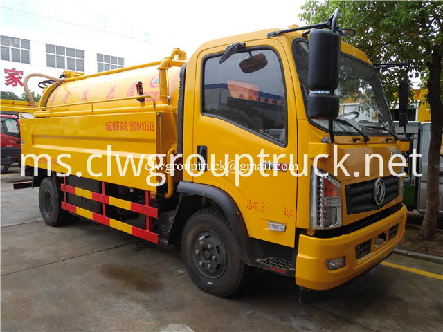 Suction Sewage Truck 2