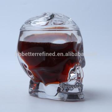 Tasse en verre en forme de tête de crâne