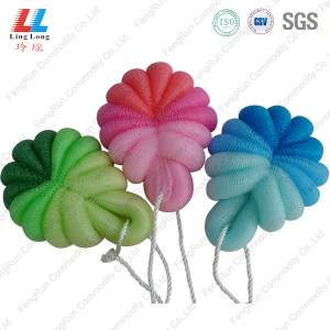 United gradient attractive bath sponge with soap