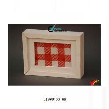 Caja de madera antigua de la caja blanca de la sombra
