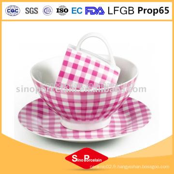 Vaisselle en céramique royale en porcelaine rose et blanc avec tasse en porcelaine à points