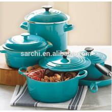 Эмалированные чугунные кухонные горшки и сковородки