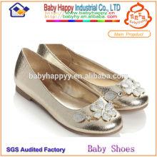Zapatos de los planos del ballet para las muchachas del cabrito