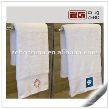 Lujo 16S algodón mejor precio Bordado Logo baño toallas de mano