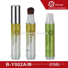 Luxus-Hautpflege drücken leere Kosmetikflaschen mit Pinsel